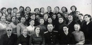 Краевое совещание работников архивных учреждений края. 31 октября 1959 г. Первая справа в первом ряду Д.С. Цыбыктарова (ГАХК. Ф. Ф-3. Оп. 3. Д. 2)