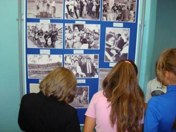 Школьники на экскурсии в архивном отделе Администрации городского округа Жигулевск Самарской области